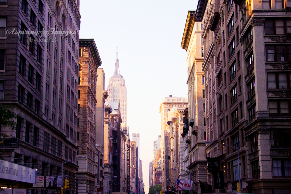 AspiringImagesbyRachel-NYC-Manhattan-DownTheStreet-with-EmpireStateBuilding-