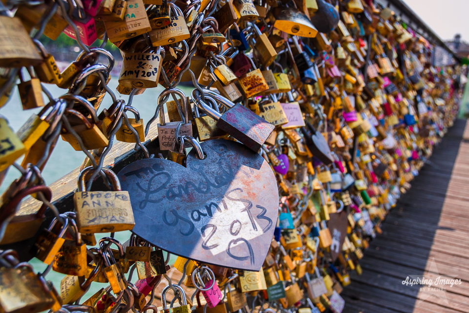 AspiringImagesbyRachel-Paris-PontsDesArtsBridge-LoveLocks-CloseHeartLock